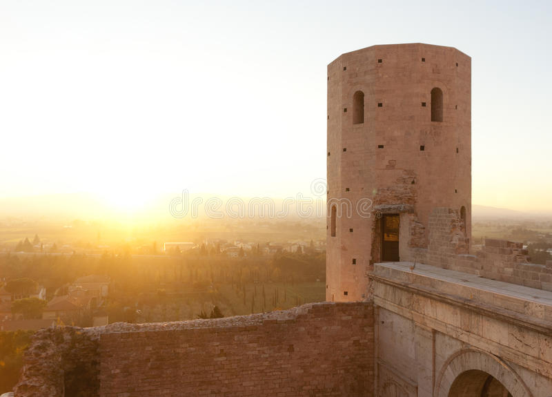 Forntida torn av Spello fotografering för bildbyråer