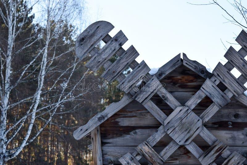 Forntida traditionell träväderkvarn Bladet av ett trä maler arkivbilder