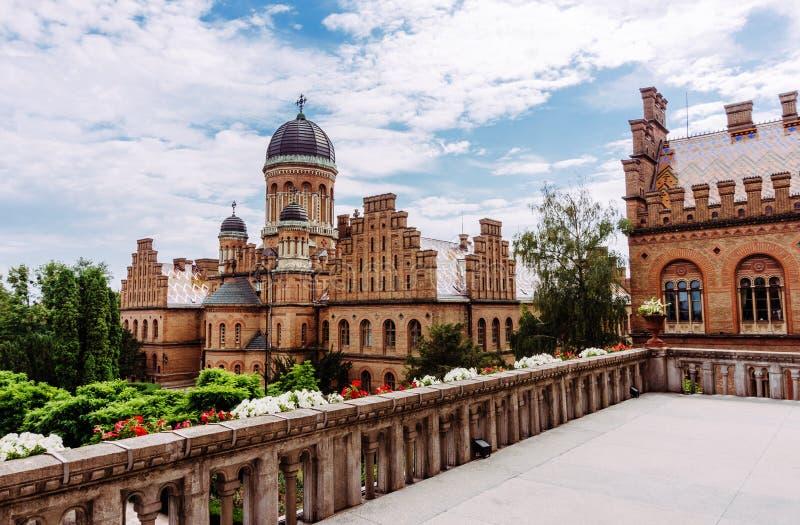 Forntida universitet i Chernivtsi, Ukraina Turist- dragning av staden av Chernivtsi, Ukraina fotografering för bildbyråer