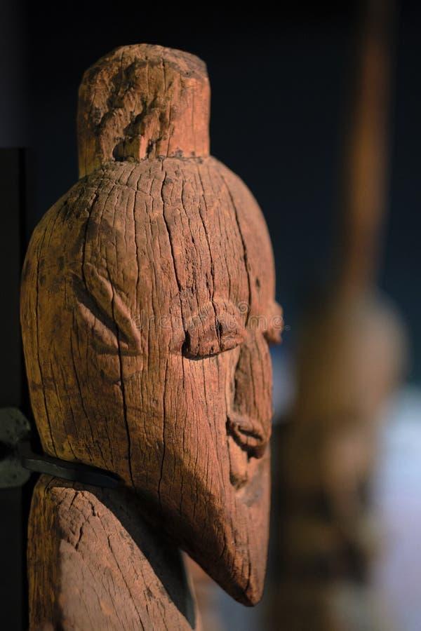 Forntida urinnevånareKanak trä Sculture royaltyfria bilder