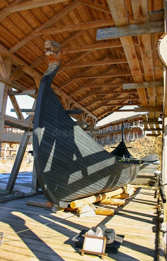 Forntida vikingskepp Drakkar arkivfoton