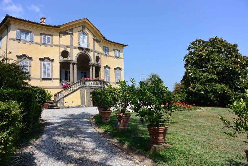 forntida villa Lucca Tuscany arkivfoton