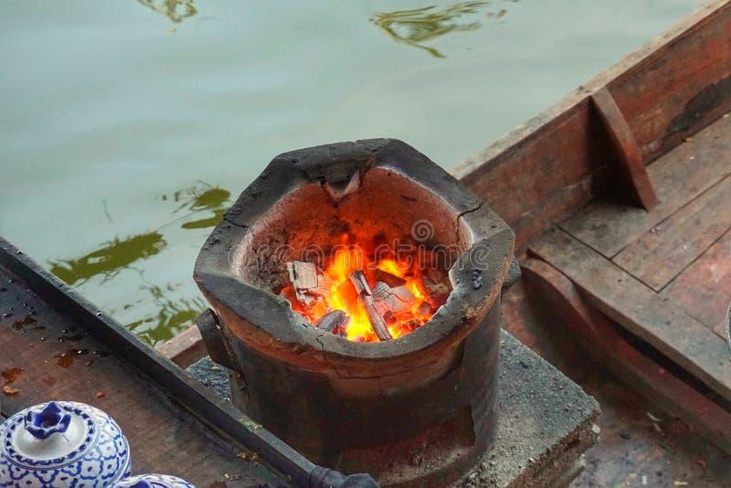 Fornuis voor het koken op boot stock foto's