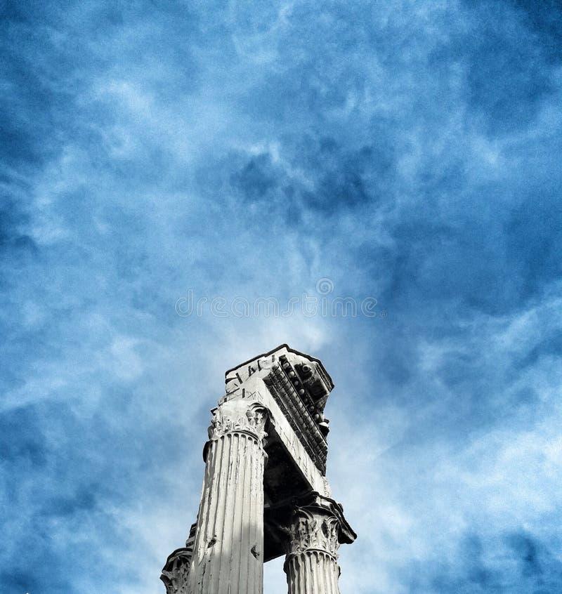 Foro del cielo azul imágenes de archivo libres de regalías