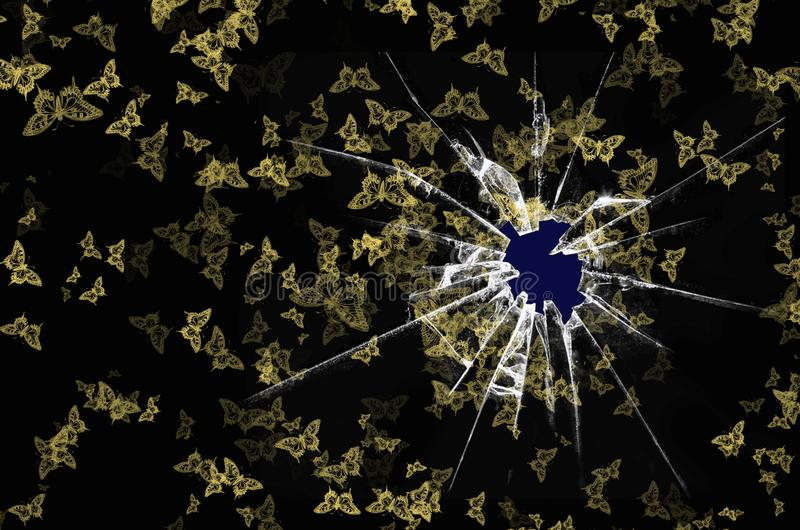 Foro nella struttura di vetro del nero dorato rotto della farfalla fotografia stock