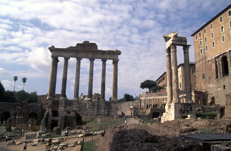 Foro Romano 02. Roma - Saturnio temple on the left and on the right the temple of Castore and Polluce stock photography
