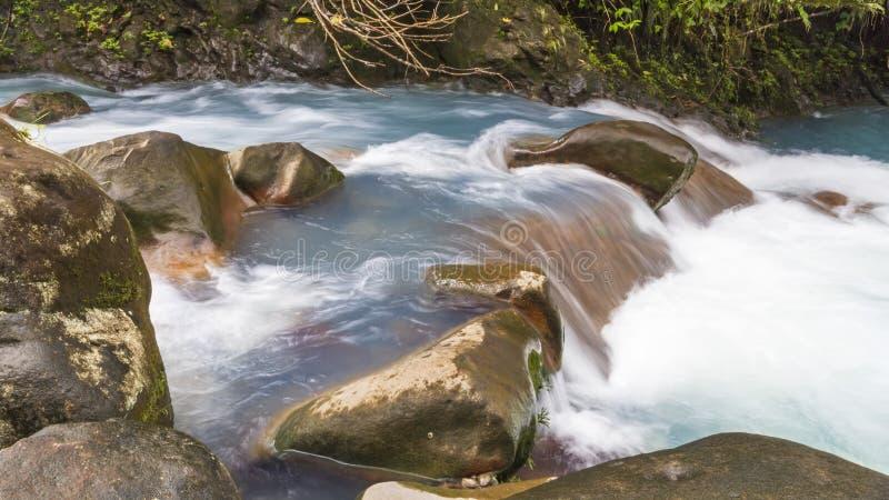 Forsar på Rio Celeste fotografering för bildbyråer