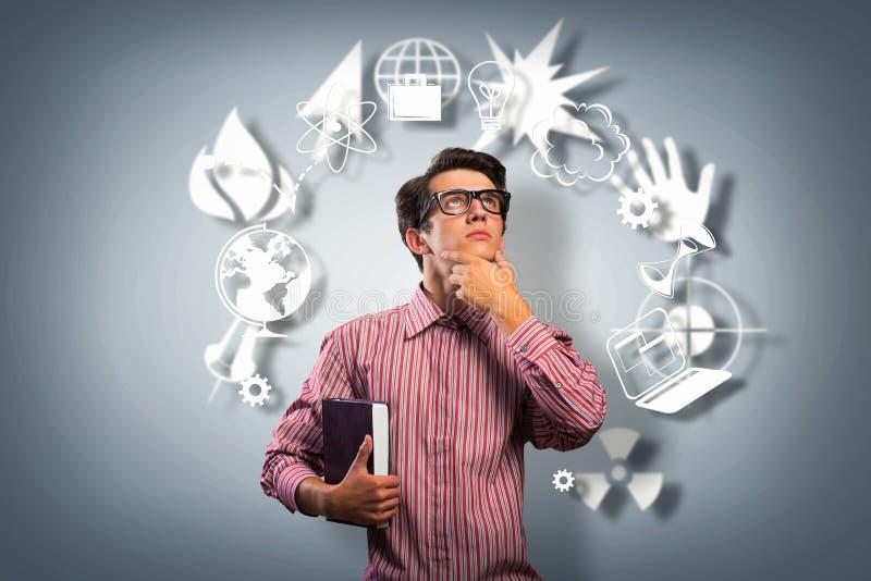 Forskare för ung man med att tänka för exponeringsglas royaltyfria foton