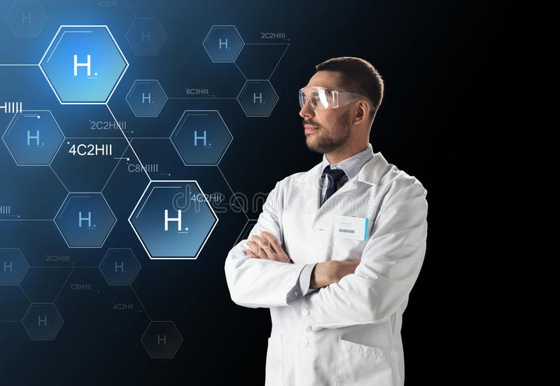 Forskaren i labb rullar med ögonen kemisk formel royaltyfria foton