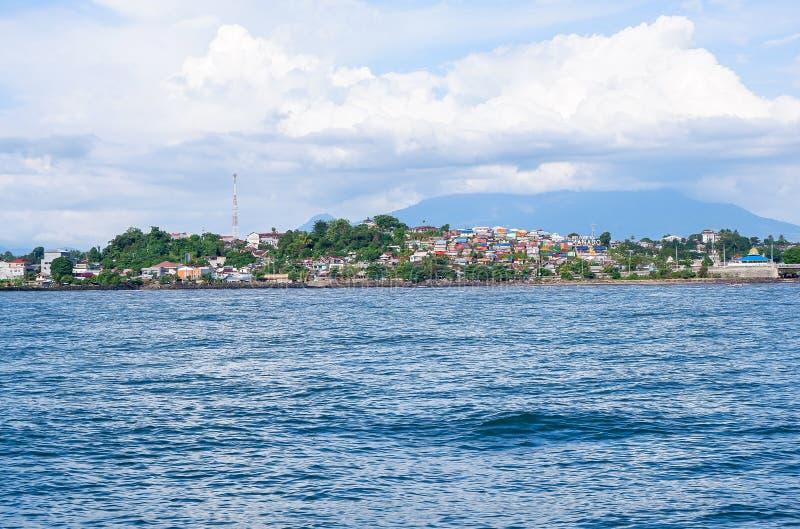 Fort av Manado från havet, norr Sulawesi royaltyfri fotografi