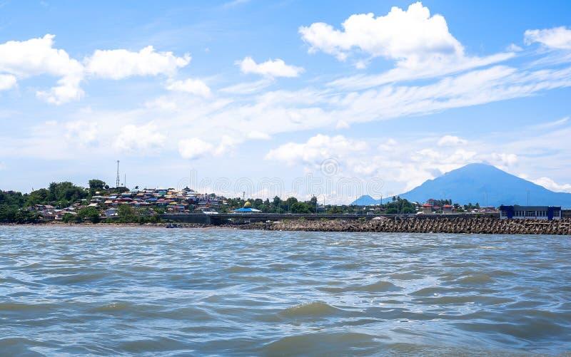 Fort av Manado från havet, norr Sulawesi arkivbilder