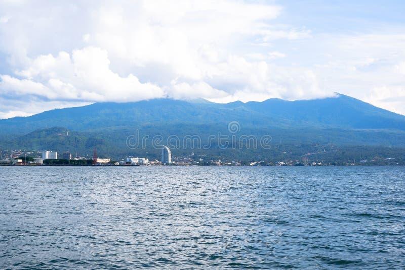 Fort av Manado från havet, norr Sulawesi royaltyfri foto