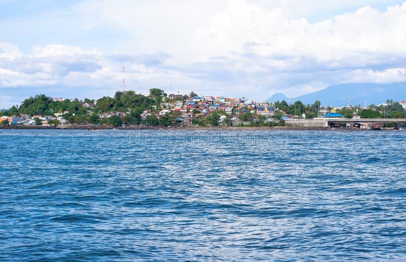 Fort av Manado från havet, norr Sulawesi royaltyfri bild