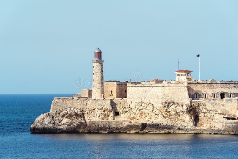 Fort colonial à la bouche du port de La Havane image stock