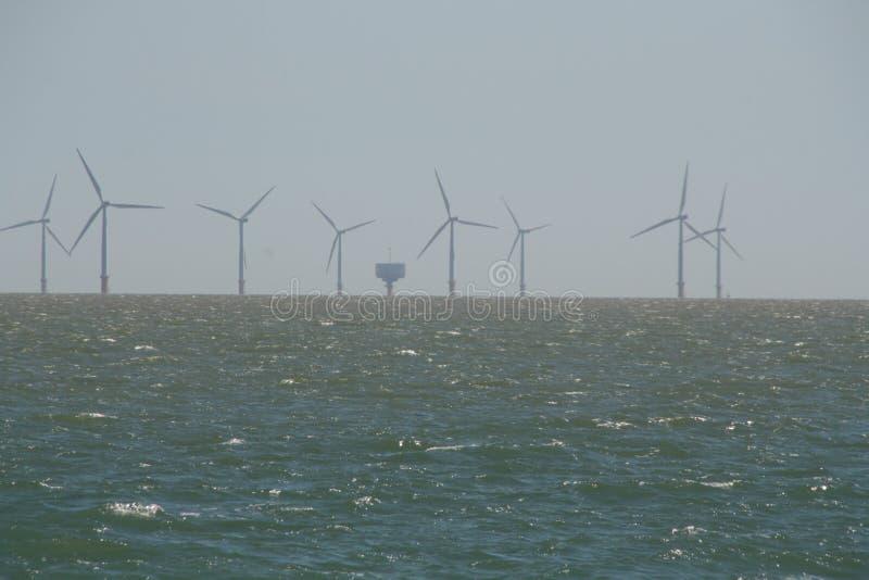 Fort de champ d'éoliennes et de mer outre de Frinton images libres de droits