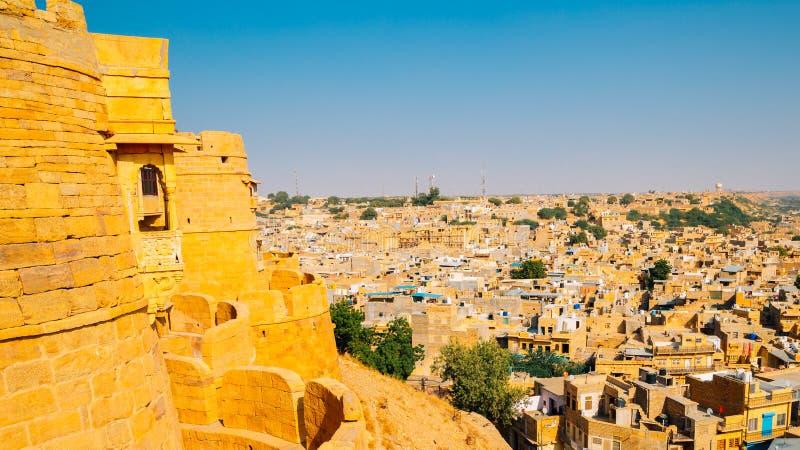 Fort de Jaisalmer et vieille ville de désert dans l'Inde image stock