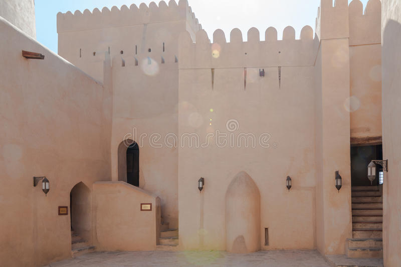 Fort de Nizwa un jour ensoleillé lumineux, Oman photo stock