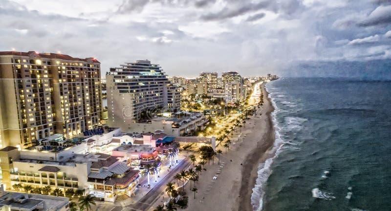 Fort Lauderdale на ноче, виде с воздуха стоковая фотография rf