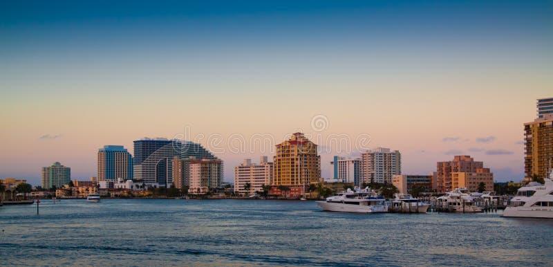 Fort Lauderdale efter solnedgång fotografering för bildbyråer