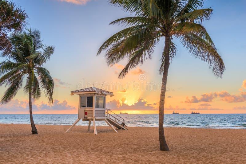 Fort Lauderdale, het strand van Florida, de V.S. en de toren van de het levenswacht royalty-vrije stock afbeeldingen