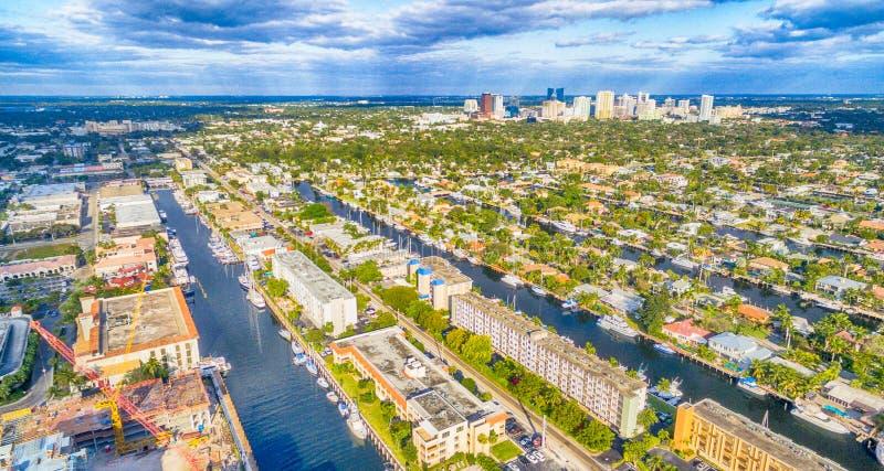 Fort Lauderdalehorisont och flyg- sikt för kanaler, Florida - USA arkivbilder