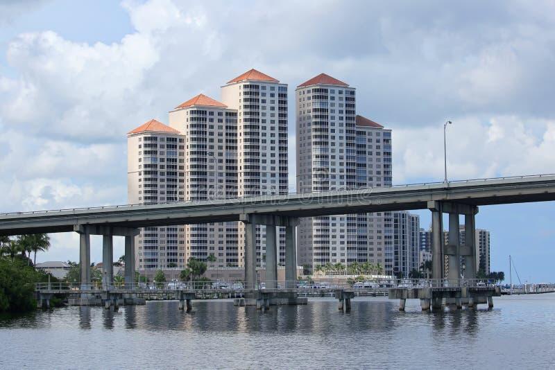 Fort Myers Skyline et pont de Caloosahatchee photo libre de droits