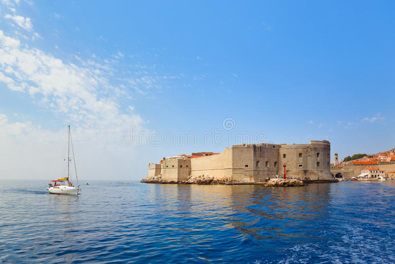 Fort på townen Dubrovnik i Kroatien arkivfoto