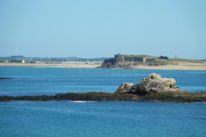 Fort Penthièvre de Pointe du Percho dans Quiberon, la Bretagne image libre de droits