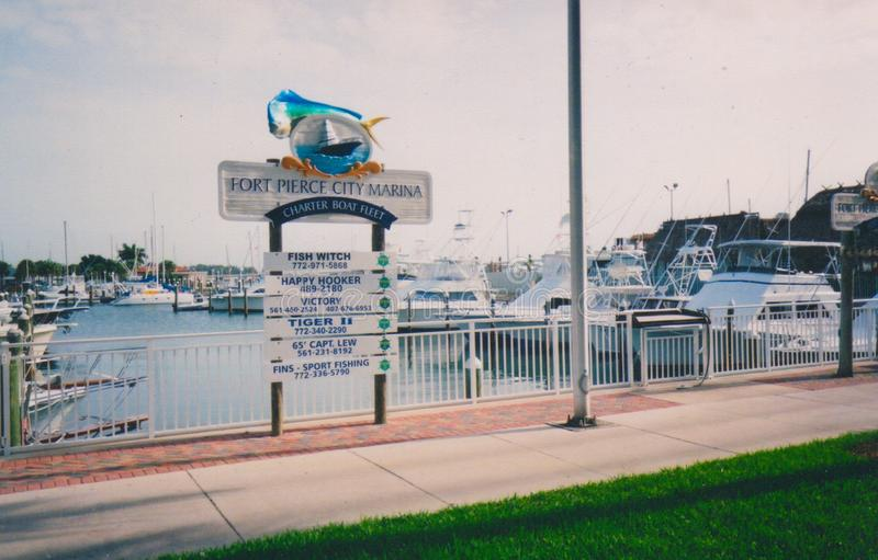Fort Pierce City Marina - la pêche revendique disponible image stock
