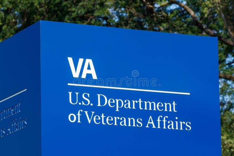 Fort Wayne - cerca do agosto de 2018: ignage e logotipo do U S Departamento de casos de veteranos III imagem de stock