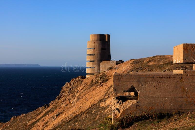 Fortalecimientos alemanes de la Segunda Guerra Mundial en la costa costa del jersey imagen de archivo libre de regalías