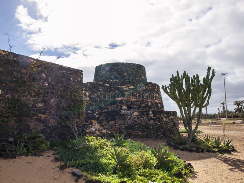 Fortalecimientos antiguos del puerto, Fuerteventura foto de archivo libre de regalías
