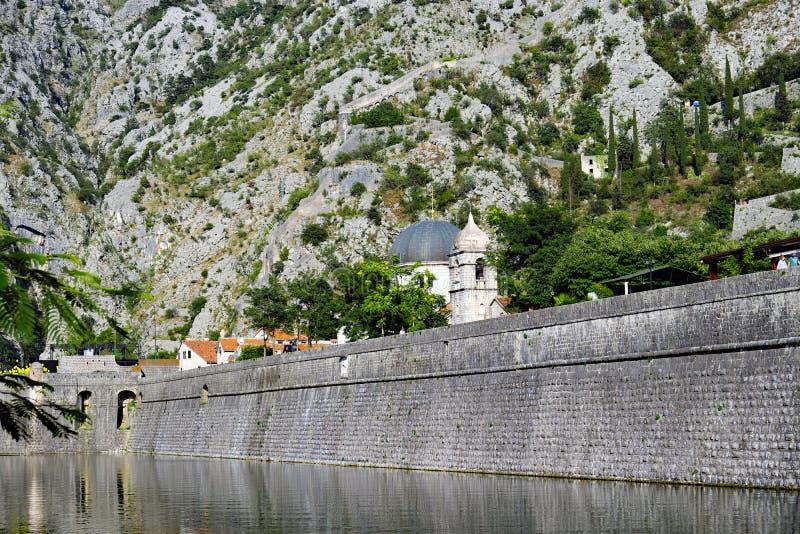 Fortalecimientos medievales de Kotor, Montenegro fotos de archivo