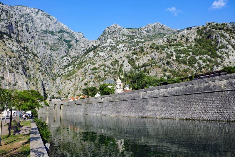 Fortalecimientos medievales de Kotor, Montenegro foto de archivo libre de regalías