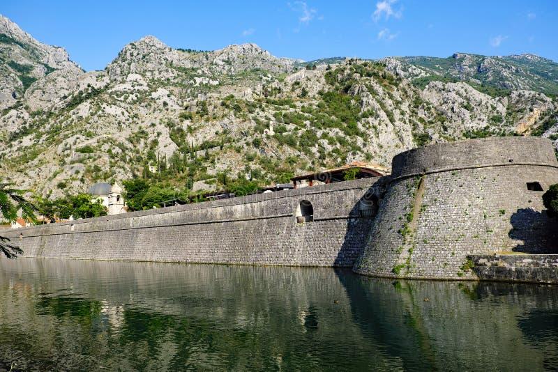 Fortalecimientos medievales de Kotor, Montenegro fotografía de archivo