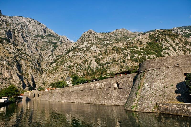 Fortalecimientos medievales de Kotor, Montenegro foto de archivo