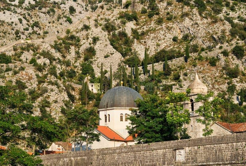 Fortalecimientos y St Luke Church, Montenegro de Kotor imagenes de archivo