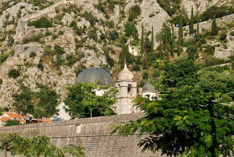 Fortalecimientos y St Luke Church, Montenegro de Kotor imagen de archivo libre de regalías