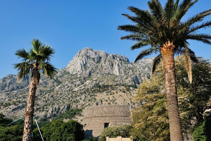 Fortalecimientos y St Luke Church, Montenegro de Kotor fotografía de archivo libre de regalías
