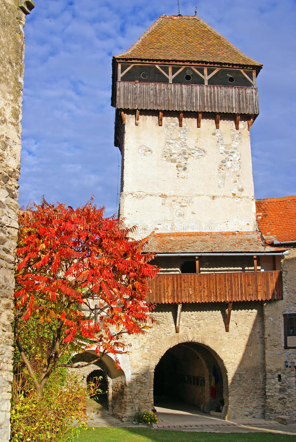 Fortaleza antigua en Transilvania imagenes de archivo