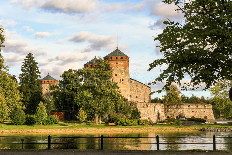 Fortaleza antigua Olavinlinna fotos de archivo