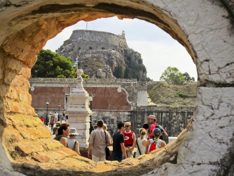Fortaleza bizantina vieja de la visita de Tourits de la ciudad de Corfú fotografía de archivo libre de regalías