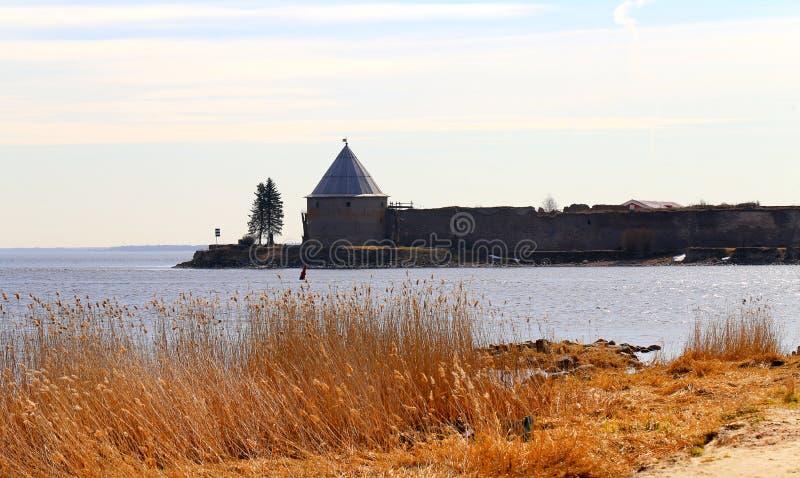 Fortaleza conservada em estoque de Foto Shlisselburg cedo na manhã imagens de stock royalty free