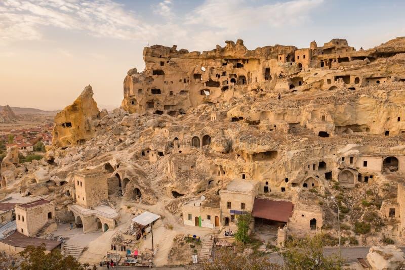 Fortaleza de Cavusin e igreja Vaftizci Yahya, Saint John o batista em Cappadocia, Turquia fotos de stock royalty free