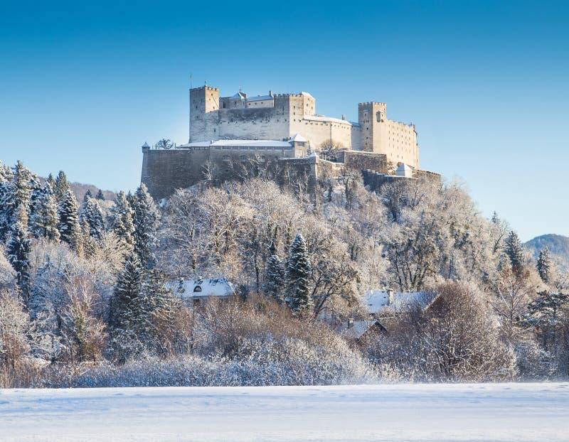 Fortaleza de Hohensalzburg en Salzburg en invierno, tierra de Salzburger, Austria fotos de archivo