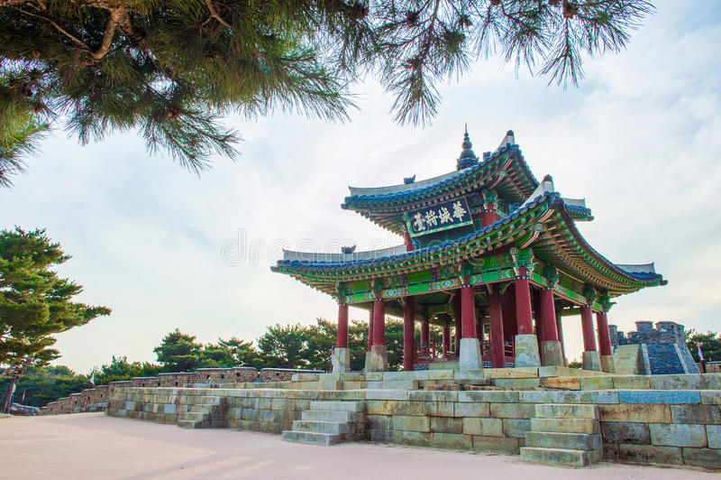 Fortaleza de Hwaseong em Suwon, famoso em Coreia fotografia de stock