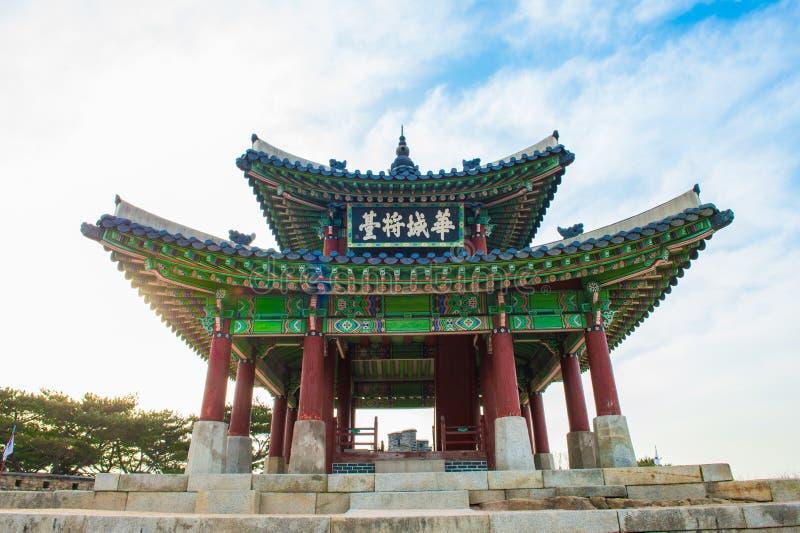 Fortaleza de Hwaseong en Suwon, famoso en Corea fotos de archivo