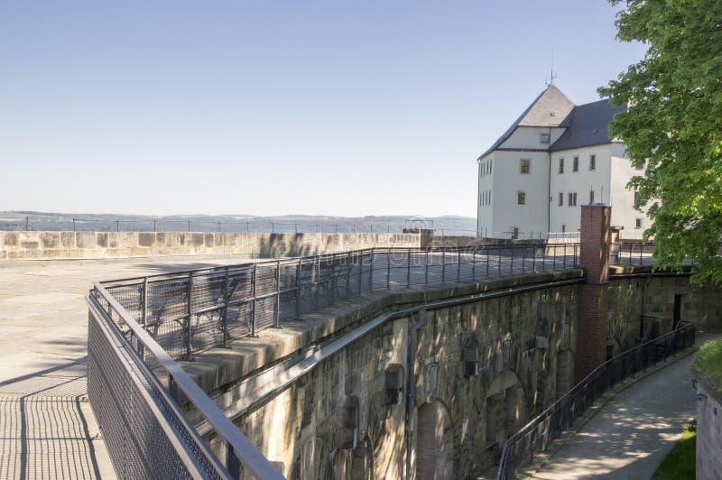 A fortaleza de Konigstein, igualmente chamou Saxão Bastille na fortaleza histórica da cume perto de Dresden em Suíça saxão em Ale fotografia de stock royalty free