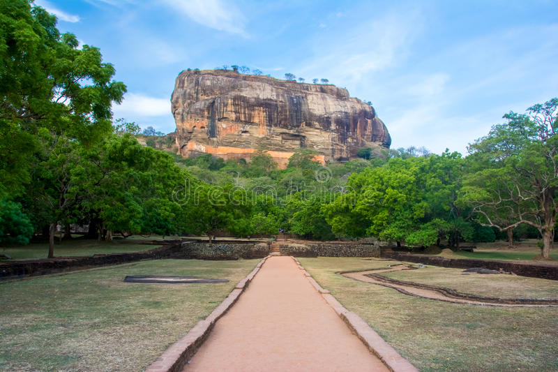 Fortaleza de la roca de Sigiriya castillo arruinado 5 siglos fotos de archivo libres de regalías
