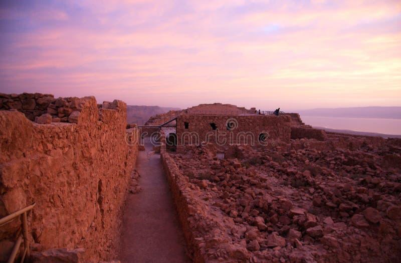 Fortaleza de Masada y mar muerto fotografía de archivo